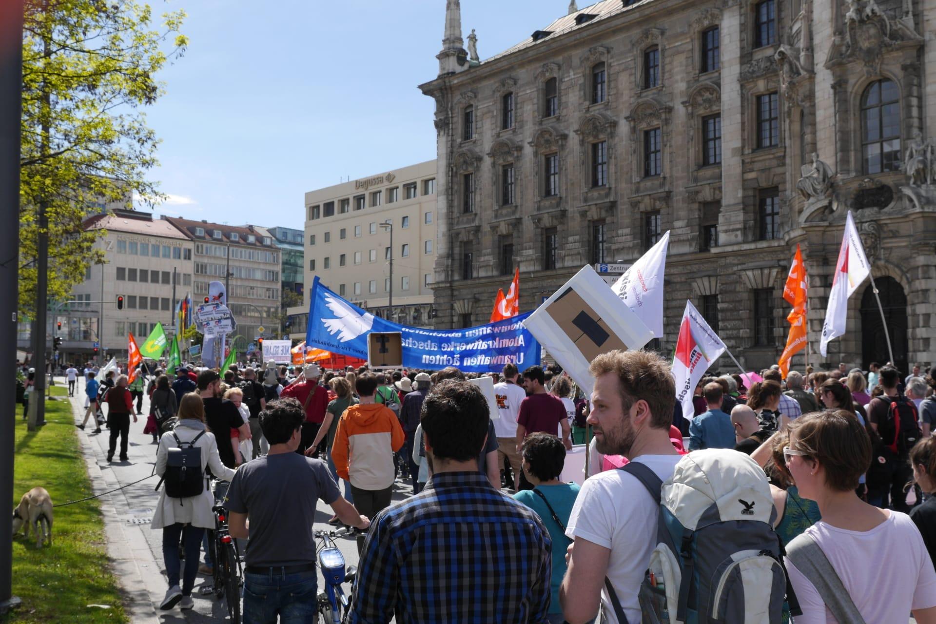 Global Climate March - Von München soll kein Schaden ausgehen!
