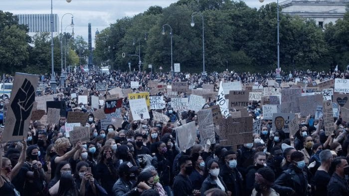Black Lives Matter - Warum die Systemfrage für die Bekämpfung des Rassismus relevant ist | Zain Raza